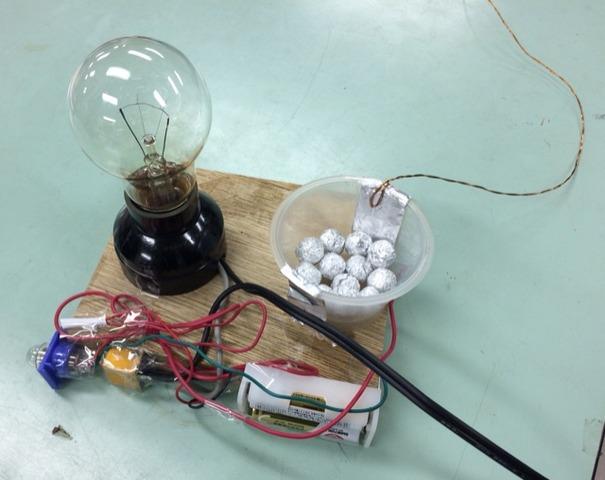 電波の力でスイッチをつけるコヒーラ現象