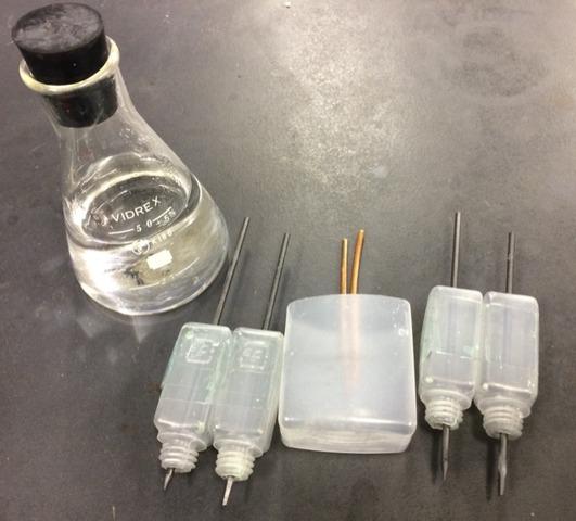 マイクロスケールでの塩化銅水溶液、硫酸銅水溶液の電気分解実験