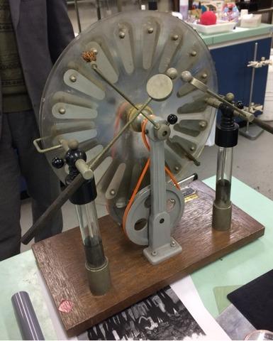 静電気で放電実験