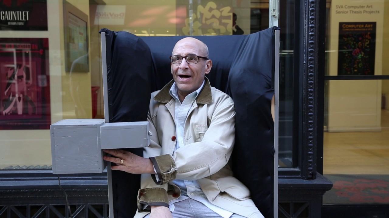 日本人に座ってほしい「ハグしてくれるイス」