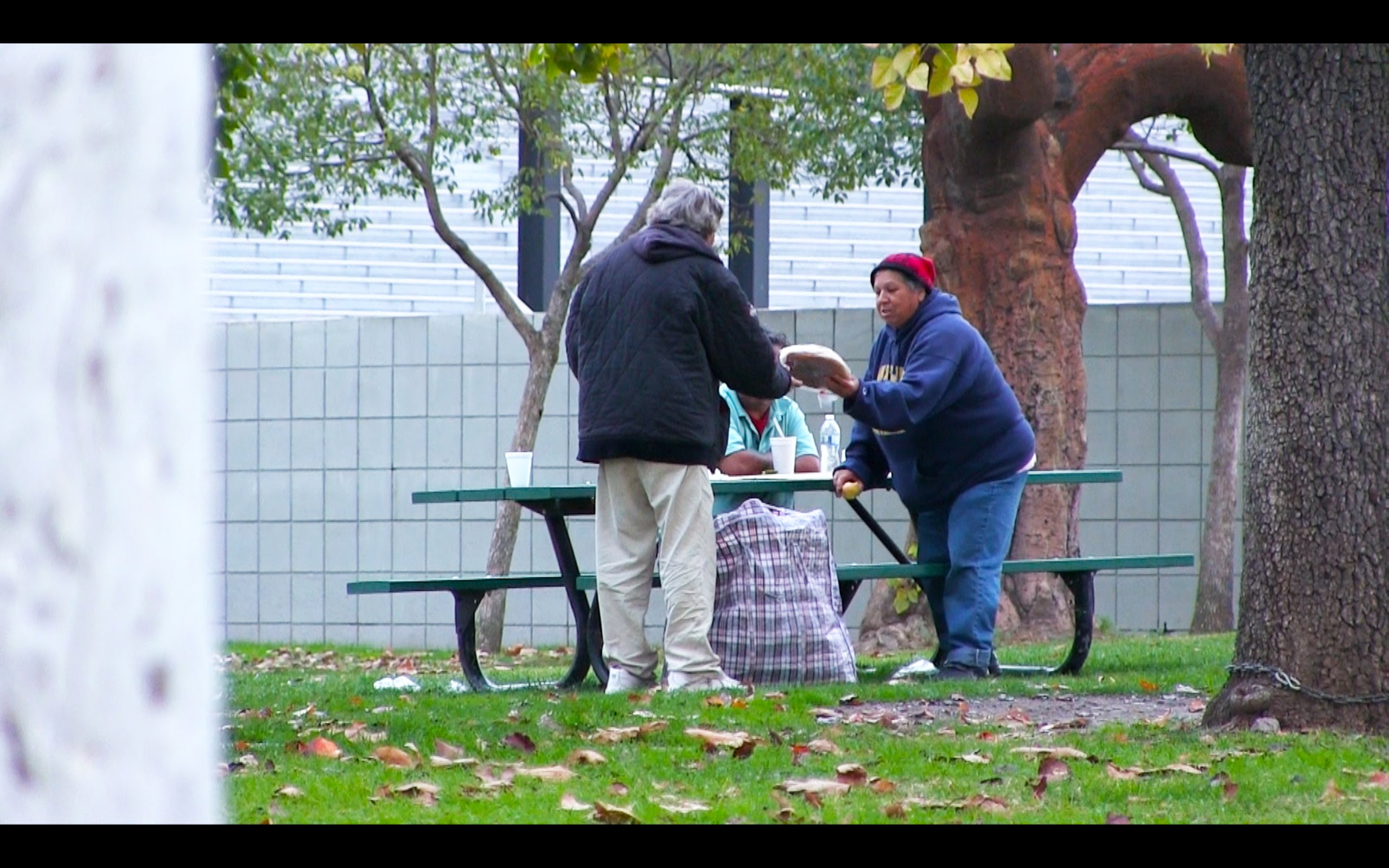 子どもに見せたい動画29「ホームレスに1万円渡したら•••」