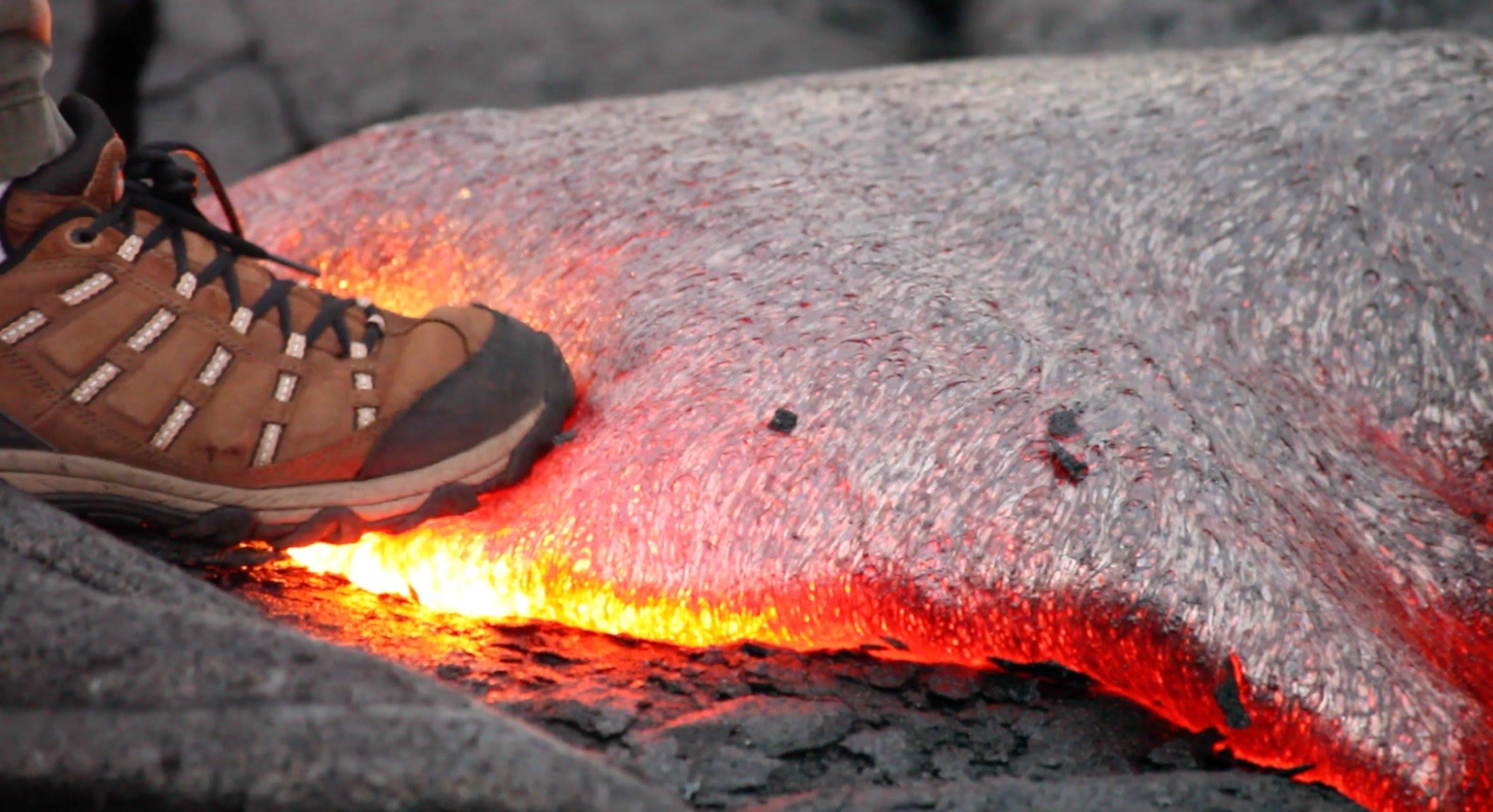 授業で見せたい動画40「靴で溶岩を踏んだら・・・」