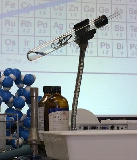 マグネシウムは水と反応するか?
